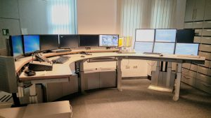 Understanding Large Display Environments: Contextual Inquiry in a Control Room